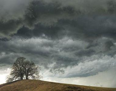 Meteorologii aduc și ei vești rele: vreme închisă și foarte rece în mai multe zone din...
