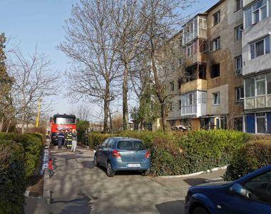 Incendiu puternic într-un bloc din Constanța. 15 persoane au fost evacuate ajungând la...
