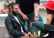 """Andreea Oprică îndrăgostită până peste cap: """"Semeni cu o maimuță și miroși a brânză!"""""""