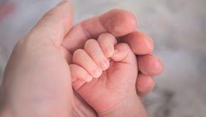 VIDEO| Bebeluș de cinci luni, în luptă cu coronavirusul. Mărturiile cutremurătoare ale mamei despre spitalele sucevene