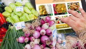 VIDEO| Agricultorii au început să vândă verdețuri și legume pe internet