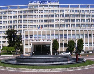 Ministrul Sănătăţii şi secretarul de stat Ionel Oprea, care este medic militar, merg...