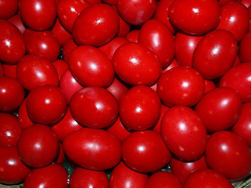 Oua rosii vopsite natural - Oua rosii de Paste - Oua rosii cu sfecla - Oua rosii cu coji de ceapa