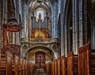 Rugăciuni în Catedrala Notre-Dame goală, în Vinerea Mare, la un an de la incendiu