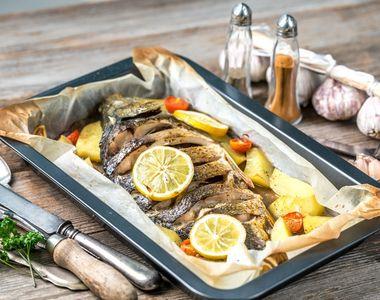 Pește la cuptor. Cum se prepară corect. Ingredientul care dă tot gustul!