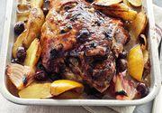 Miel la cuptor în stil grecesc. Firptura perfectă pentru masa de Paște