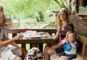 VIDEO| Povestea fabuloasă a cuplului de olandezi care trăiesc visul românesc, într-un sat uitat de lume de pe Valea Arieşului