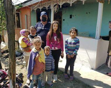 Vrancea: Şase copii, cu vârste între 3 luni şi 8 ani, salvaţi de poliţişti şi pompieri...