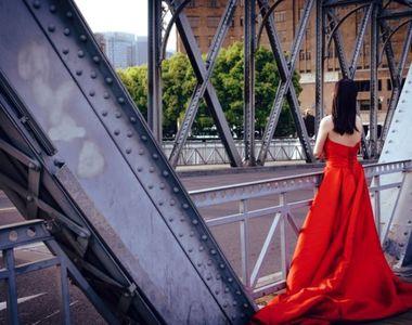 Îți prezentăm 5 rochii de seară cu trenă pentru evenimentele la care vrei să arăți...