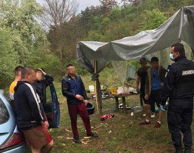 Şase tineri au făcut grătar pe malul râului Mureş. Trei dintre ei îşi montaseră...