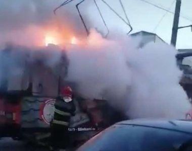 Un tramvai a luat foc în trafic, în Arad