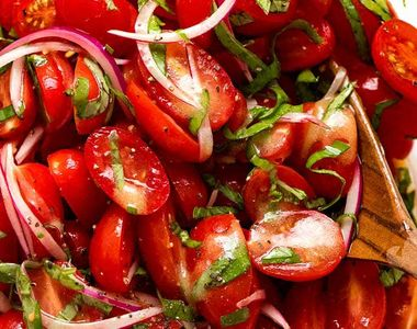 Salata de roșii. Ingredientul secret care o face cu adevărat savuroasă