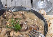 Ciulama cu pui şi ciuperci: Secretul care o face extrem de cremoasă