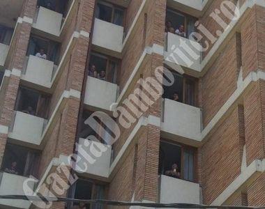 Scandal la Târgoviște, după ce un reprezentanții unui hotel țin încuiați în camere...