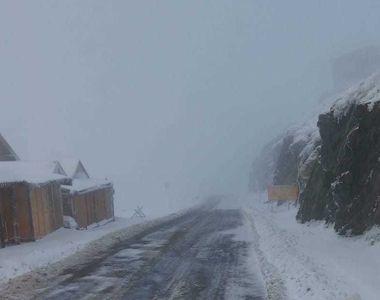 Acţiuni de deszăpezire pe Transfăgărăşan. Zăpada atinge șase metri - VIDEO