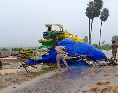 Super-ciclonul Amphan a atins zona de uscat în India