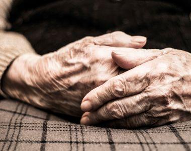VIDEO| Cruzime fără margini: Bătrână de 84 de ani, torturată de propria fiică....