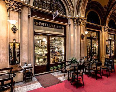 Coronavirus - Grecia a redeschis cafenelele şi restaurantele