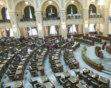 """Senatul dezbate moţiunea """"Democraţia românească în derivă, cu Vela ruptă, în timp de..."""