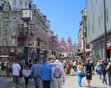 Marea Britanie va redeschide în iunie mii de magazine stradale şi centre comerciale