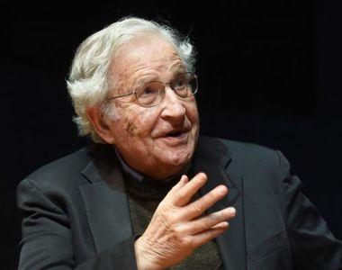 """Filosoful Noam Chomsky, despre pandemia de covid-19: """"Statele Unite aleargă spre..."""