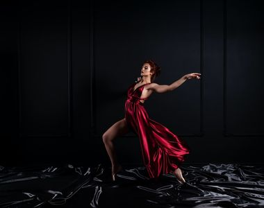 Cum să asortezi rochia roșie - tips & tricks