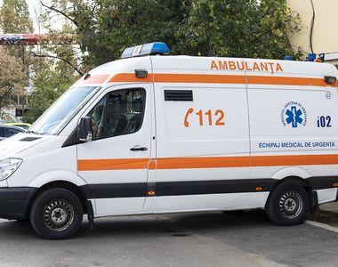 Doi tineri, răniţi în explozia unei petarde. Un adolescent de 15 ani, transportat la...