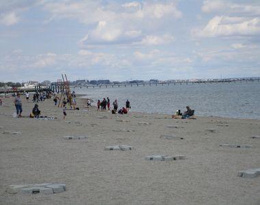 Plaja din Mamaia, luată cu asalt de turişti şi constănţeni, de 1 iunie