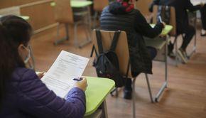 Ministerul Educaţiei: Peste 70% dintre elevi şi-au anunţat participarea la cursurile de pregătire pentru examenele naţionale