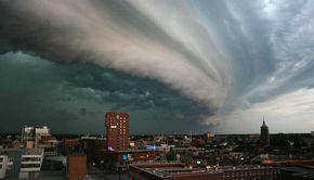 Avertizare ANM: Furtunile iau cu asalt întreaga țară