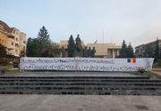 Ce banner a apărut în mijlocul orașului Sfântu Gheorghe, la aniversarea a 100 de ani de la Tratatul de la Trianon FOTO