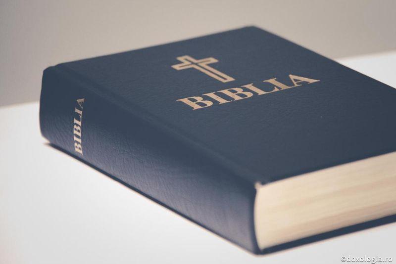 trump a ieșit cu Biblia