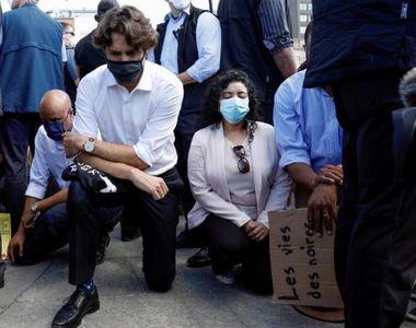 Justin Trudeau a îngenuncheat în semn de solidaritate, la o manifestaţie la Ottawa – VIDEO