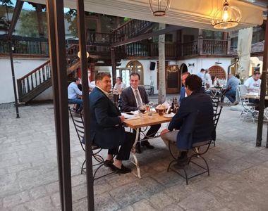 Orban, în Centrul Vechi al Capitalei: Răspund la invitaţia unui bun amic - VIDEO