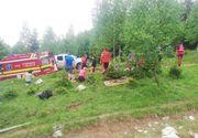 Braşov: Şapte persoane, transportate la spital după ce remorca unui tractor s-a răsturnat