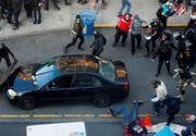 Un bărbat a intrat cu mașina în manifestanți și a împușcat o persoană