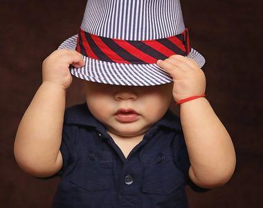 Caz șocant - Un băiat, în vârstă de trei ani, a dat cu mașina peste mama lui