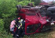 Accident teribil pe DN 67 la Vâlcea! Un microbuz plin cu oameni a fost proiectat într-un șanț
