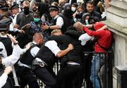 Londra: Violenţe între protestatari de extremă drepta şi manifestanţi antirasism, dar şi împotriva poliţiştilor