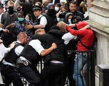 Londra: Violenţe între protestatari de extremă drepta şi manifestanţi antirasism, dar...