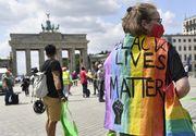 Lanţ uman de nouă kilometri la Berlin, cu distanţare socială şi mesaje împotriva rasismului şi inechităţii