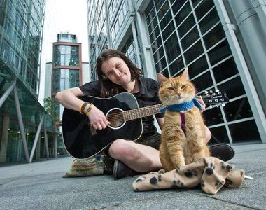 "Pisoiul care a inspirat cartea şi filmele ""A Street Cat Named Bob: And How He Saved My..."