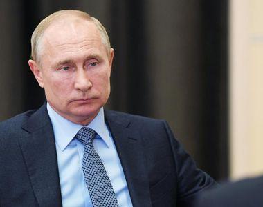Vladimir Putin are tunel dezinfectant cu senzori de luarea temperaturii şi recunoaştere...