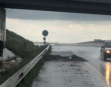 Precipitațiile abundente continuă să facă probleme în țară