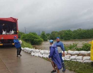 Aversele torenţiale au produs inundaţii în 58 localităţi din 16 judeţe