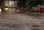 Braşov: Două persoane, blocate într-o cabană din cauza apei mari