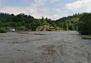 400 de case au fost afectate de inundații în Hunedoara. Sute de persoane au fost evacuate