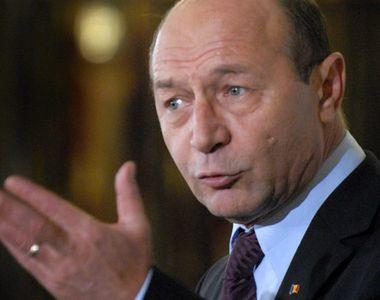 """Băsescu, apel către autorități: """"Lăsăm ţara pe mâna clanurilor"""""""