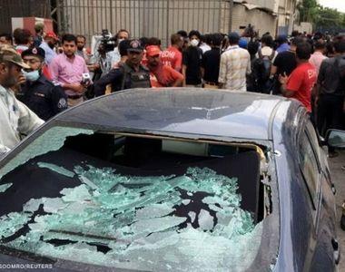 Atac armat în plină stradă. Atacatorii au folosit grenade și AK 47 - VIDEO