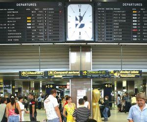 Reguli noi pentru cetățenii care vin în România. Cine trebuie să stea în carantină sau izolare